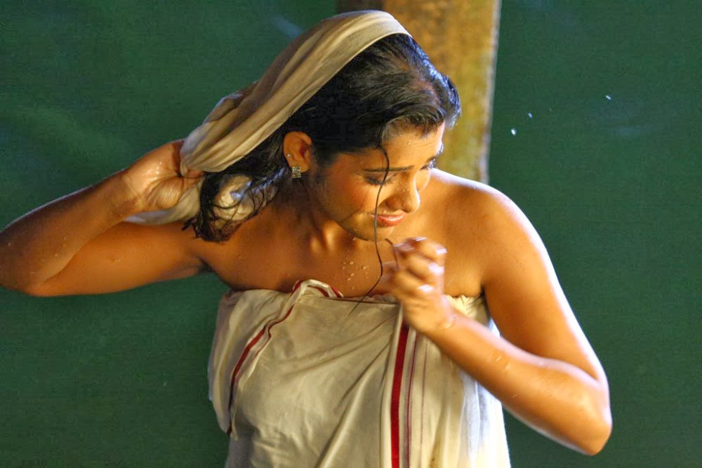 Kadhal Sandhya Hot Photos In Bath Towels  Actress Rare -6571