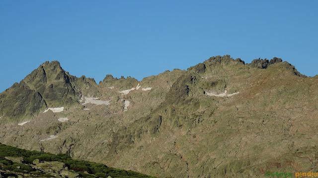 zoom al Pico Almanzor en la Sierra de Gredos