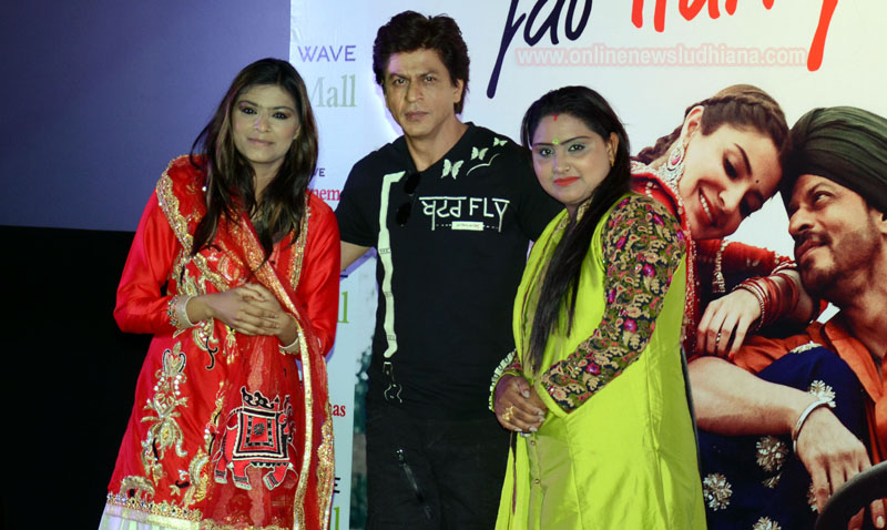 Shah Rukh Khan with Nooran sisters during launch of new song of upcoming movie Jab Harry Met Sejal