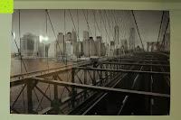 Erfahrungsbericht: Poster NEW YORK - Schönes Manhattan Wandbild der Brooklyn Bridge in schwarz weiß - Hochauflösender Manhattan Skyline Kunstdruck im Format 120x80 cm