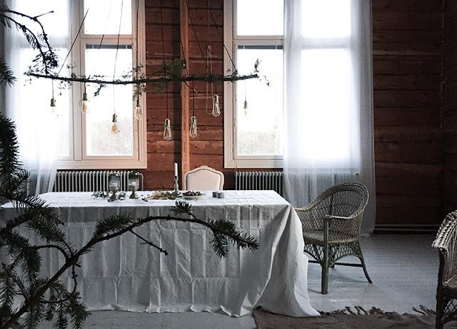 Noël 2016 / Inspirations #4 / Une table simple, rustique en Finlande /
