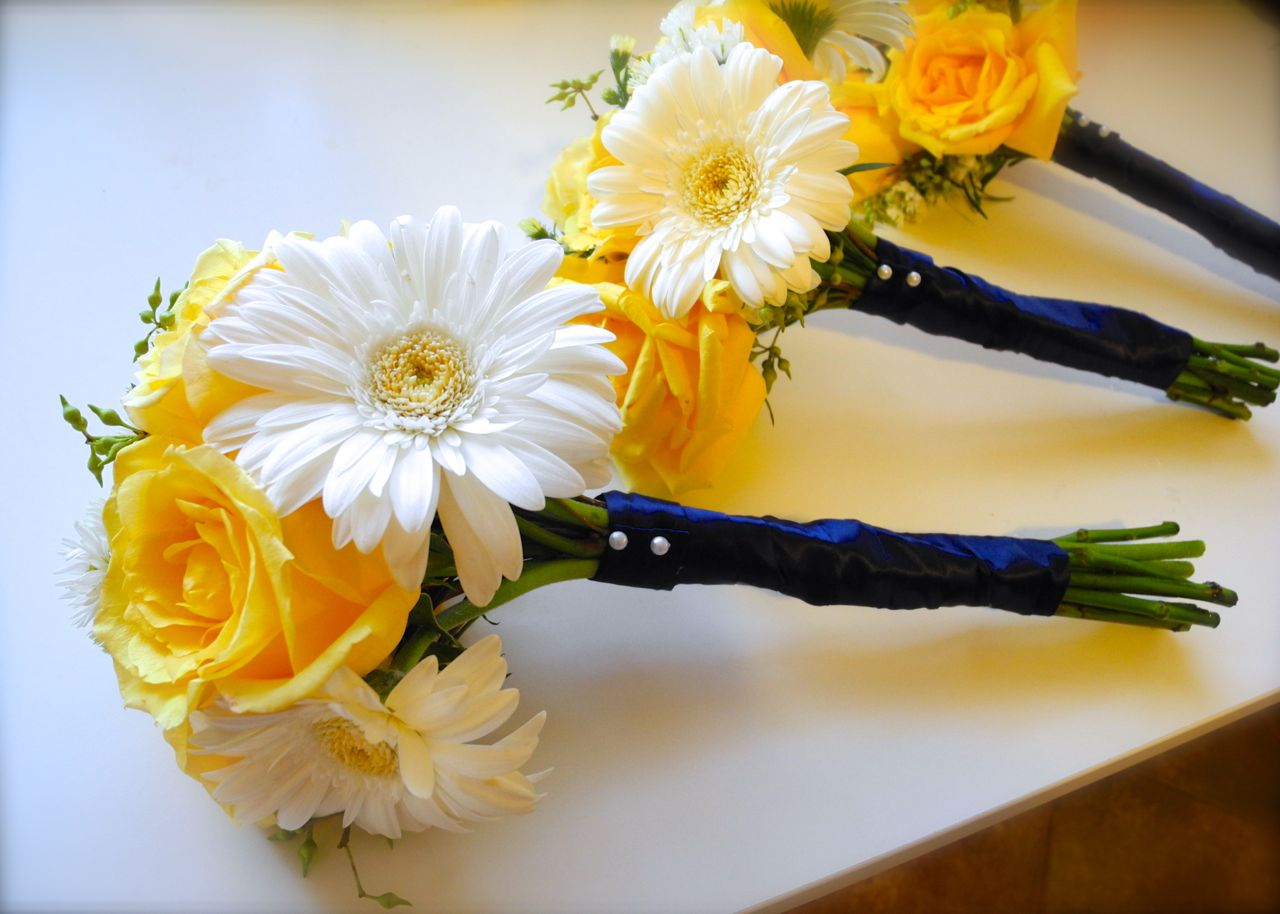 The Flower Girl Blog: White, Yellow, Navy Blue, And Green