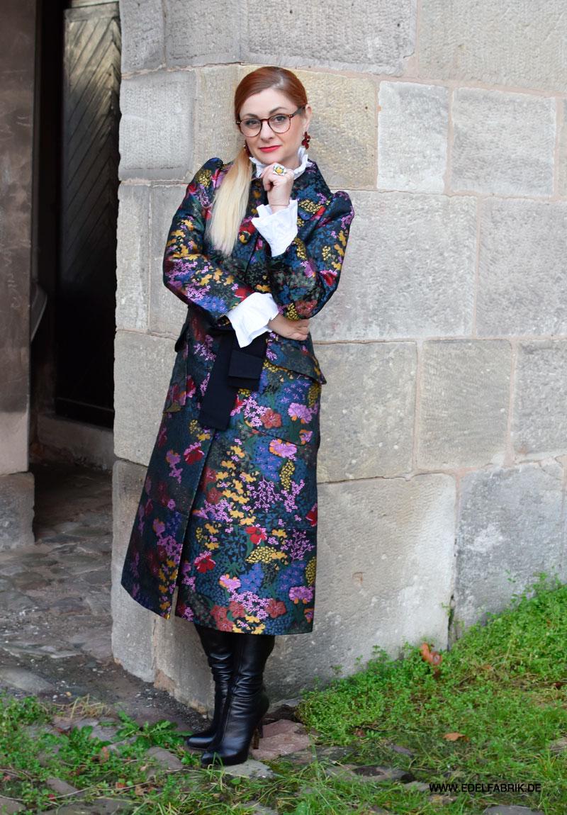 Outfit mit Blumen Mantel von H&M für Erdem