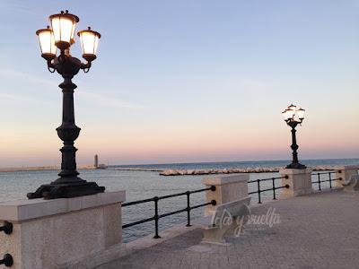 Peo marítimo de Bari al atardecer