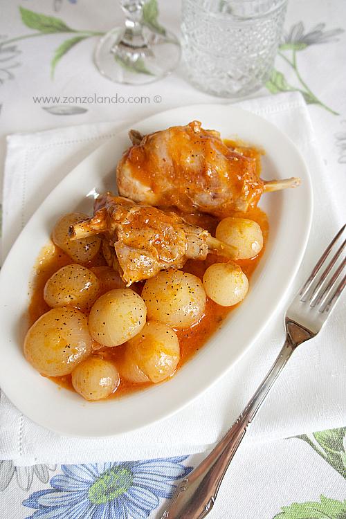 Coniglio con cipolline borettane ricetta secondo piatto come cucinare il coniglio - stew rabbit with sweet and sour onions recipe