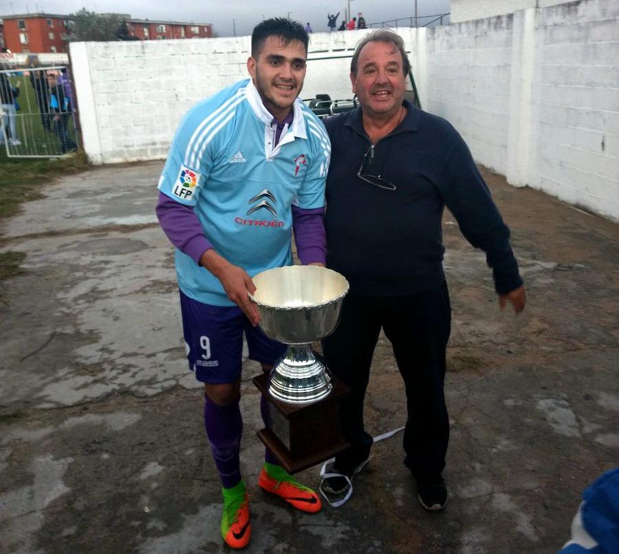 Maxi Gómez celebra el triunfo en el Apertura uruguayo con la ...
