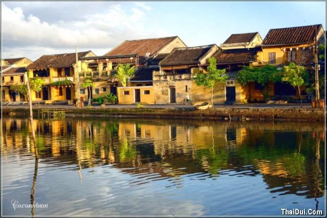nắng sớm trên sông Hoài - Hội An