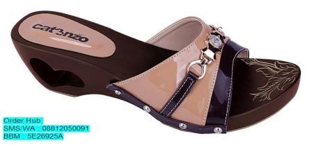 Sandal Kelom Kayu Catenzo YT 055