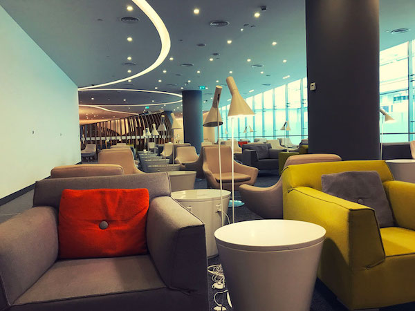 ドバイではラマダン明けの休暇初日で、空港もさぞや混んでいるだろう