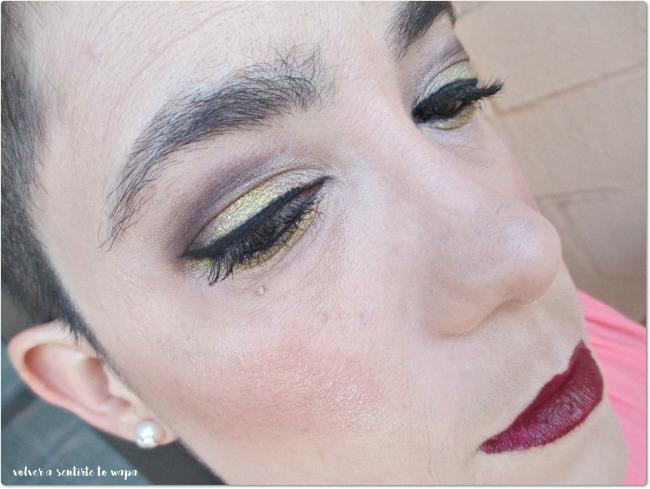 Look de ojos marrón y dorado para unos labios granates