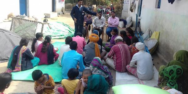 बीएसडब्ल्यू पाठ्यक्रम के छात्रों ने घर-घर जाकर स्वच्छता अभियान के बारे में दी जानकारी