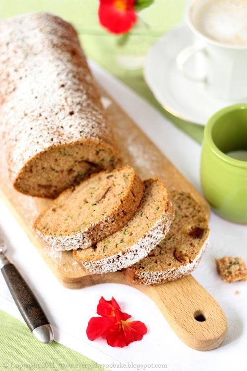 słodki chlebek cukiniowy z daktylami