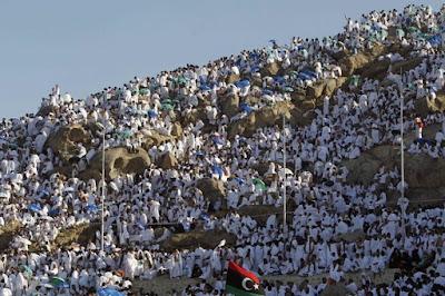 Ustadz Abu Ubaidah: RAHASIA KEAGUNGAN HARI ARAFAH