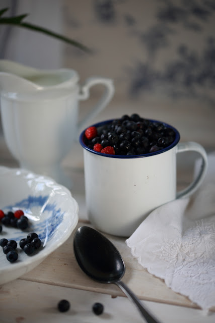mustikkaa, wild blueberries, still life