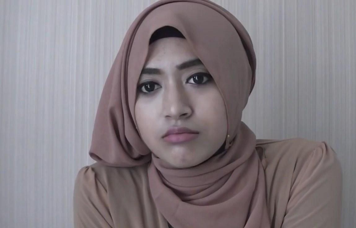 Cara Memakai Jilbab Panjang Semi Formal Ala Natasha Farani Hijab