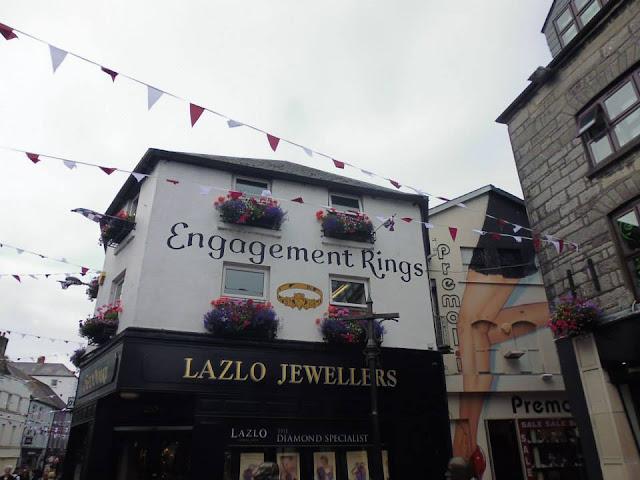 Una de las tiendas donde se vende el famoso anillo de Claddagh (Galway) (Irlanda) (@mibaulviajero)