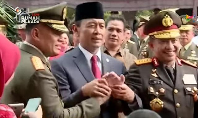 Momen Menarik: Kapolri & Panglima TNI Malu-malu saat Salaman