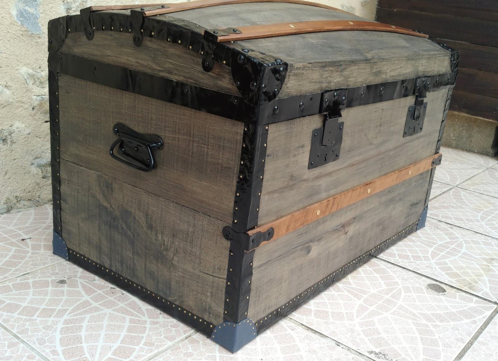 Malle Coffre En Bois Ancien o' bois recyclé : restauration d'une ancienne malle bombée