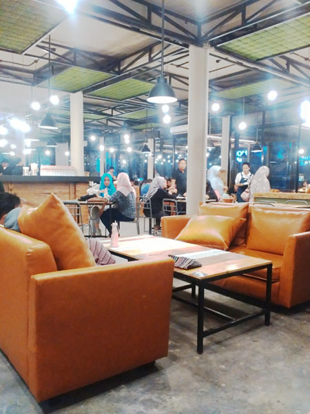 Momo_milk_barn_bogor_yasmin_industrial_design_interior