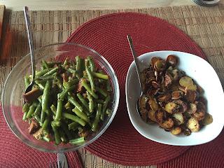 http://www.vegane-naschkatzen.de/vegane-rezepte/vegan-gemuese/147-bohnengemüse-mit-kartoffeln-und-räuchertofu.html