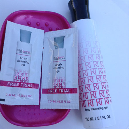 Real Techniques Cleansing Gel and the Brush Cleansing Palette ~ #Review #Giveaway