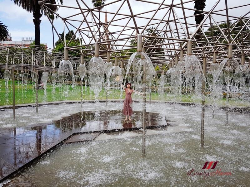 melbourne tourist attractions parliament gardens coles fountain