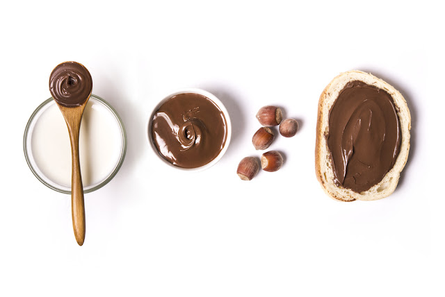 Cocoa spread hydrates your skin and enhances its flexibility. Warm a couple spoons of cocoa spread in the broiler or on a stove.