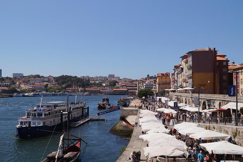 Porto Douro Schiffe Ufer Innenstadt Sommerurlaub