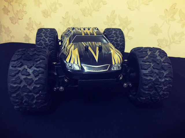The best stunts of the Land monster RC truck