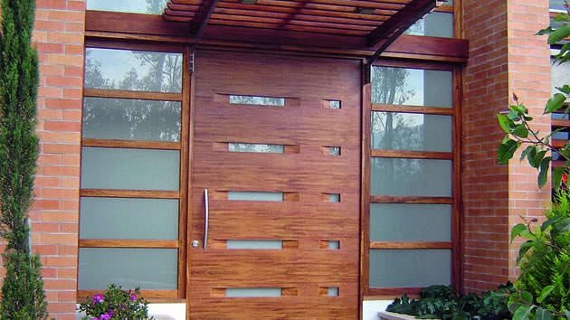 Puertas de madera for Puertas de madera y cristal exterior