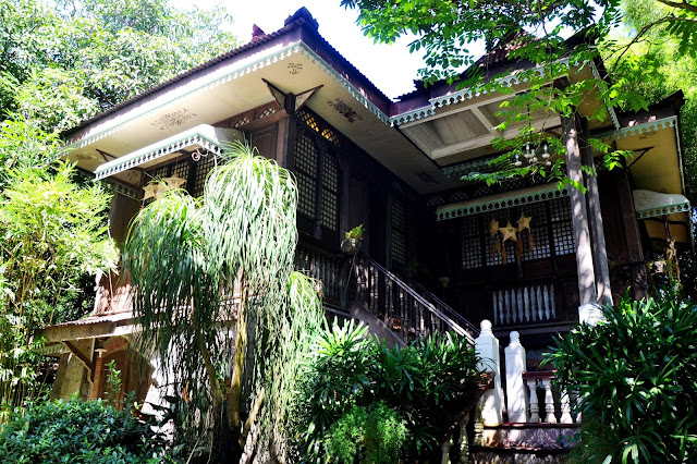 is a rustic eating seat that offers visitors a memorable dining together with lodging experience thingstodoinsingapore: Laguna: Sulyap Gallery Cafe & Restaurant