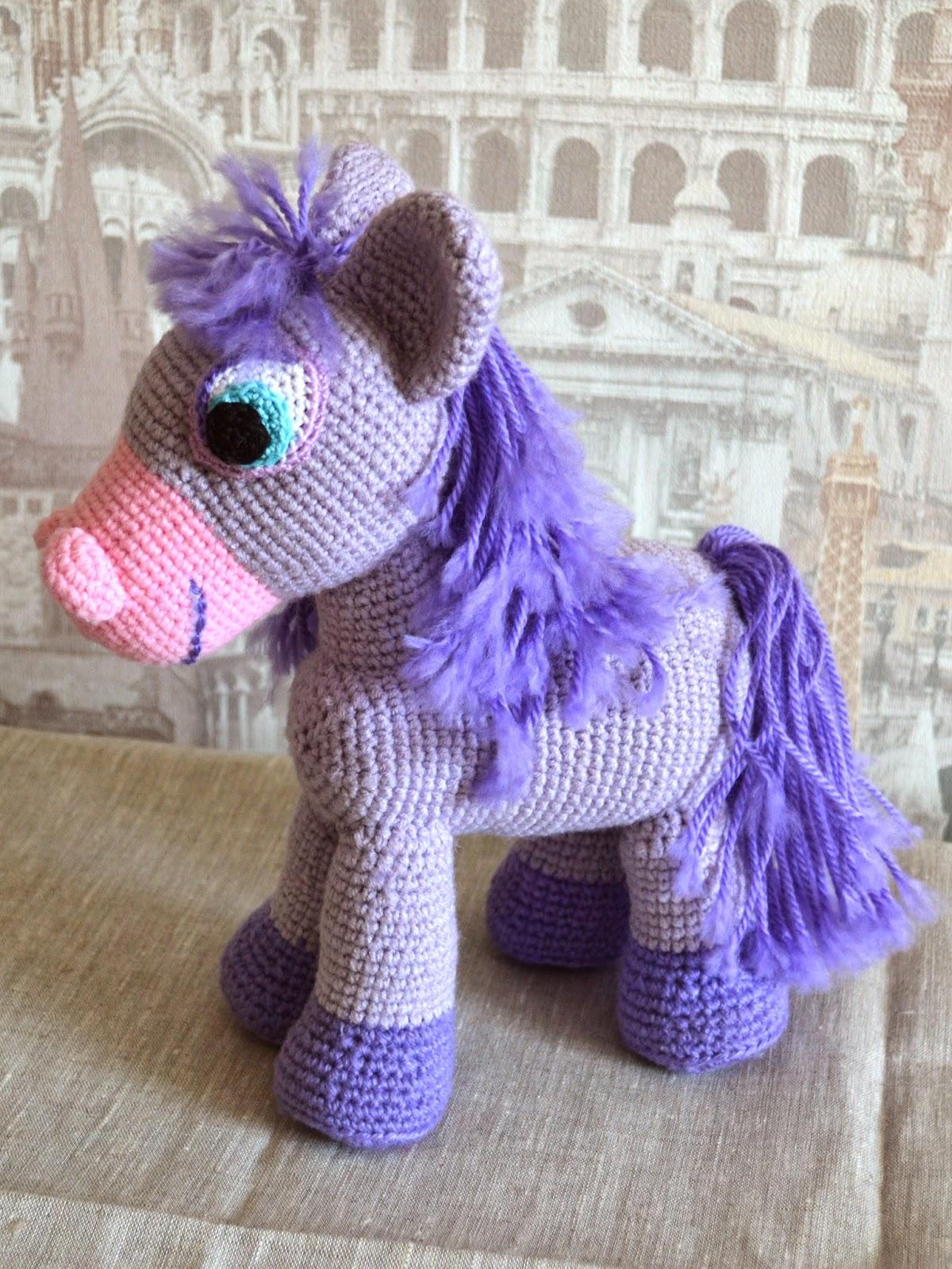 вязанная лошадка