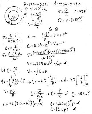 Una esfera conductora con carga y radio 12 cm produce un campo eléctrico de 4.90X10^4 N/C a una distancia de 21 cm de su centro.  a) ¿Cuál es su densidad de carga superficial?  b) ¿Cuál será su capacitancia?