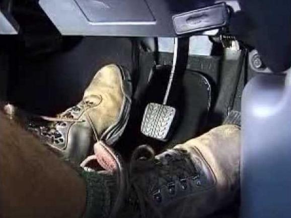 5 Tabiat Buruk Pemandu Kereta Manual yang Perlu Dielakkan