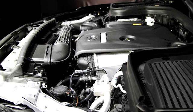 Động cơ Mercedes GLC 300 4MATIC 2018 vận hành mạnh mẽ và vượt trội