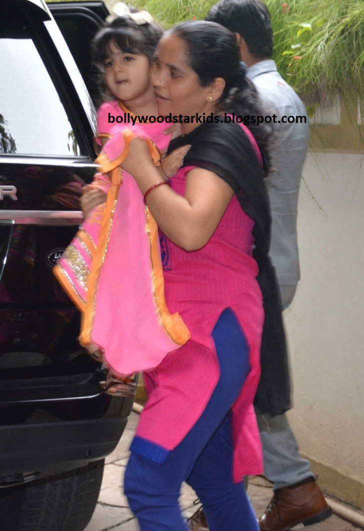 Bollywood Star Kids: Twinkle Khanna and Daughter Nitara ...
