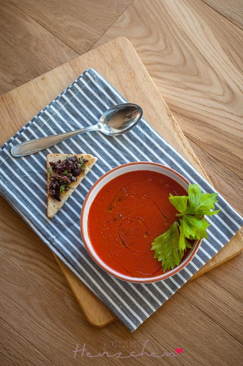 Gazpacho mit Olivenschnittchen