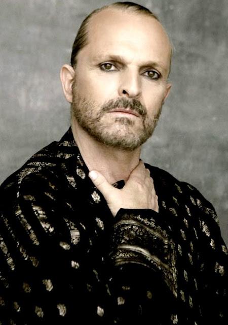 Foto de Miguel Bosé con bigote y barba
