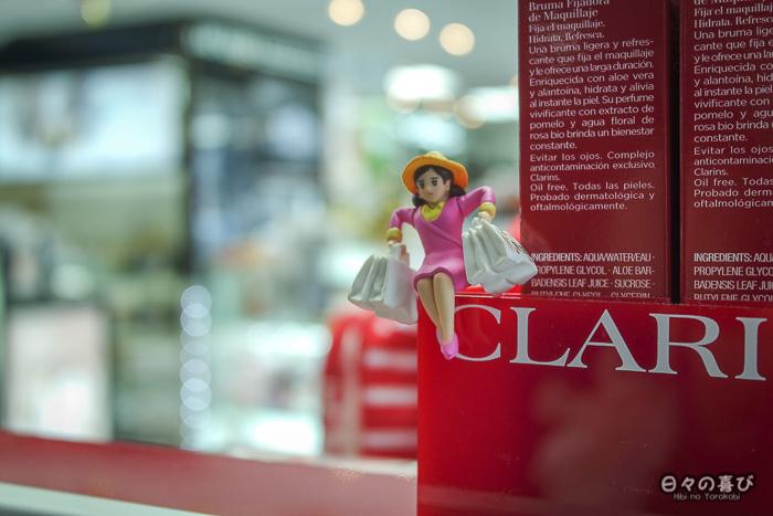Fuchiko dans une boutique duty free a l'aeroport d'osaka