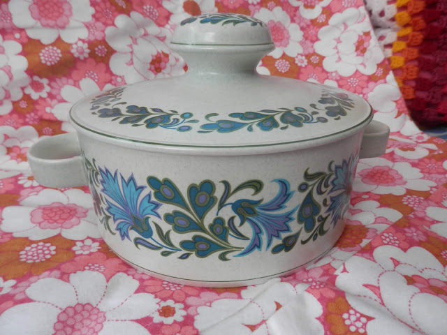 A charity shopping blog post from secondhandsusie.blogspot.com #charityshopping #thrifting #opshopping #retrocrockery