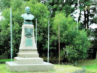 Jazigo-monumento de Gomes Jardim, na Praça Gomes Jardim, Guaíba