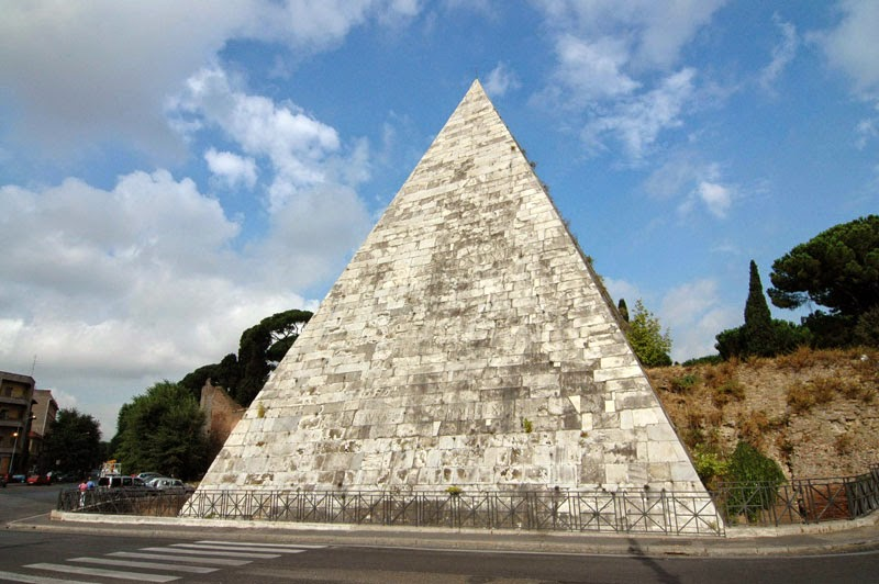 2. Pyramid of Cestius, Italy - 5 Incredible Pyramids (That Aren't In Egypt!)