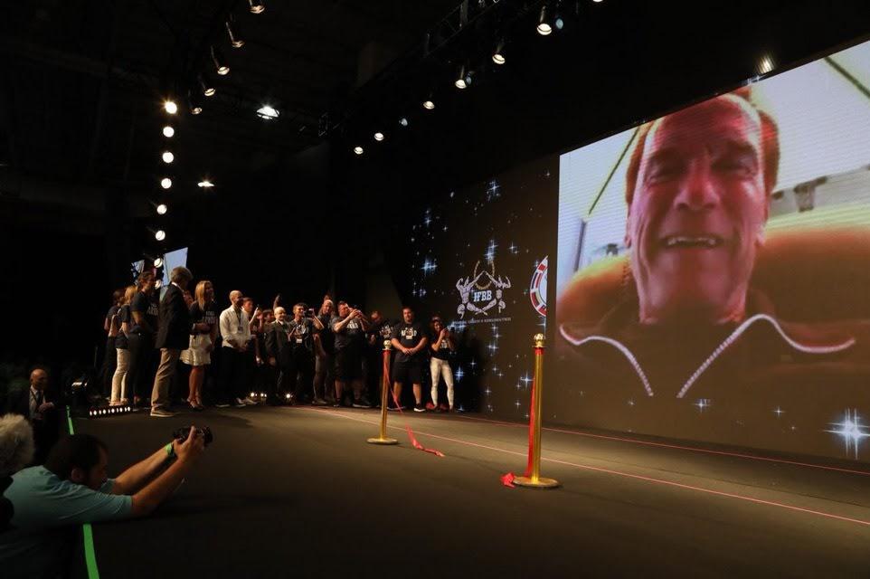 Em telão, Schwarzenegger participa da abertura de cerimônia do Arnold Sports Festival South America 2018. Foto: Rodrigo Dod/Savaget