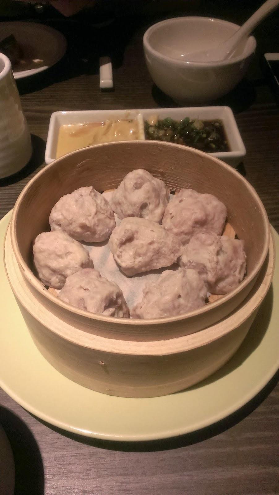 2014 11 08%2B18.58.31 - [食記] 香聚鍋 - 高價、精緻的火鍋,食材新鮮多樣適合好久不見的小聚