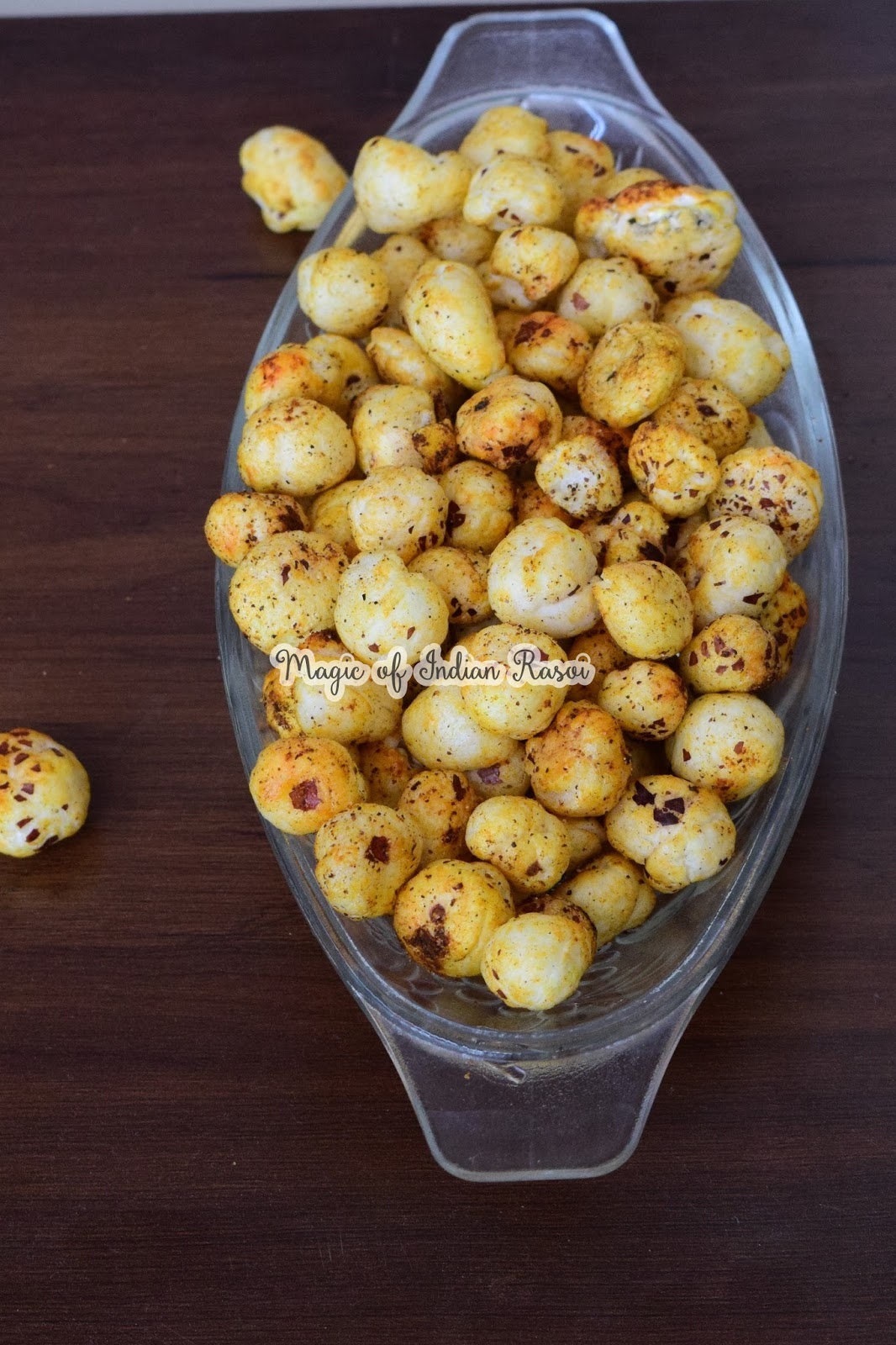 Roasted Masala Makhana Recipe - Spicy Foxnuts/Lotus Seeds Recipe - भुने हुए मसाला फूल मखाना रेसिपी - Priya R - Magic of Indian Rasoi