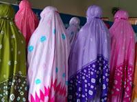Hukum Menggunakan Mukena Warna Mencolok