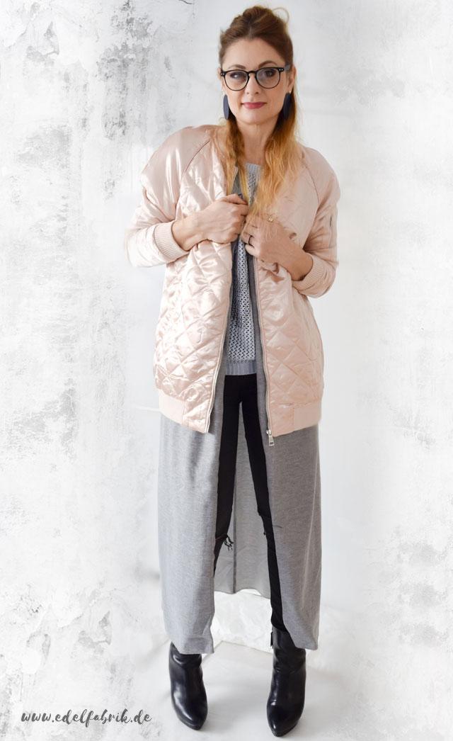 Rosa Bomberjacke, lange Weste, skinny Jeans, High Heels