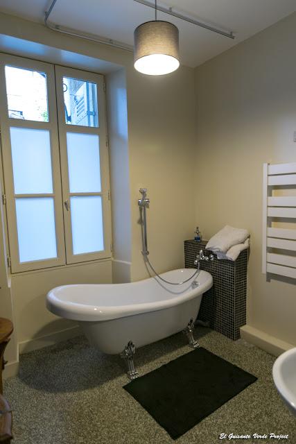 Baño Habitacion La Petite Cour - Perigueux, Francia por El Guisante Verde Project