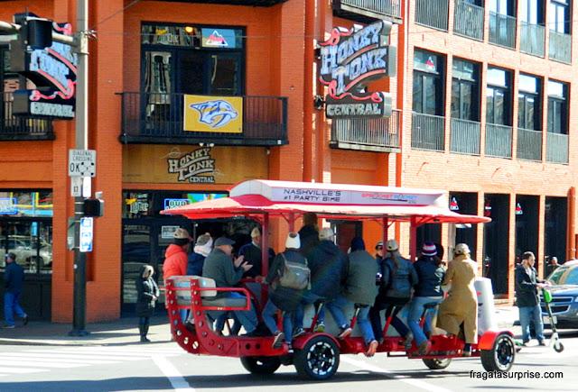 Party bikes, ou bicicletas da farra, em Nashville