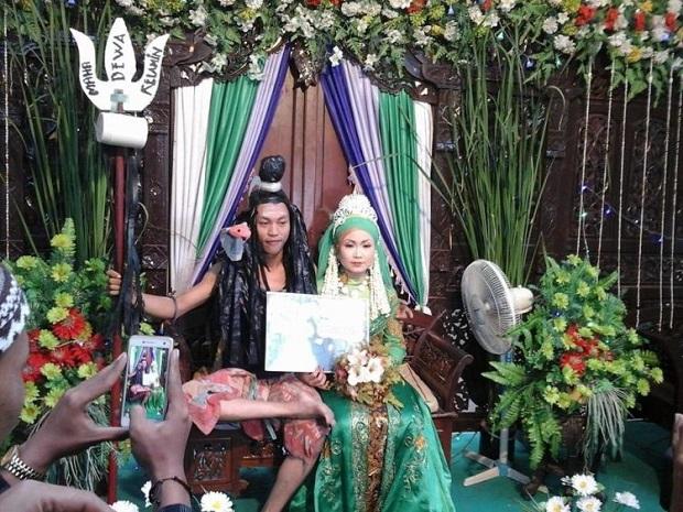 15 Foto Acara Perkawinan Yang Bikin Kamu Tidak Undang Mantan, Gak Percaya Silakan Baca